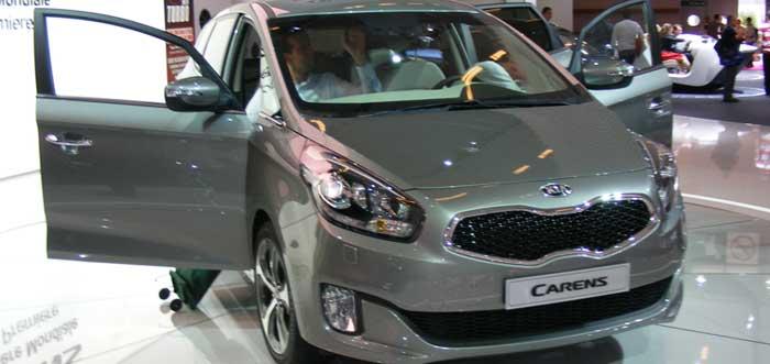 Car SHowroom Kia Carens